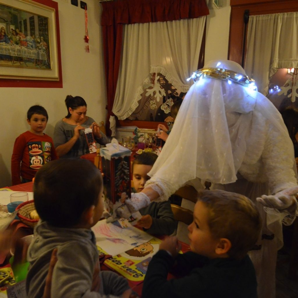 Bambini Mercatini Di Natale Weekend Con Santa Lucia Family Hotel