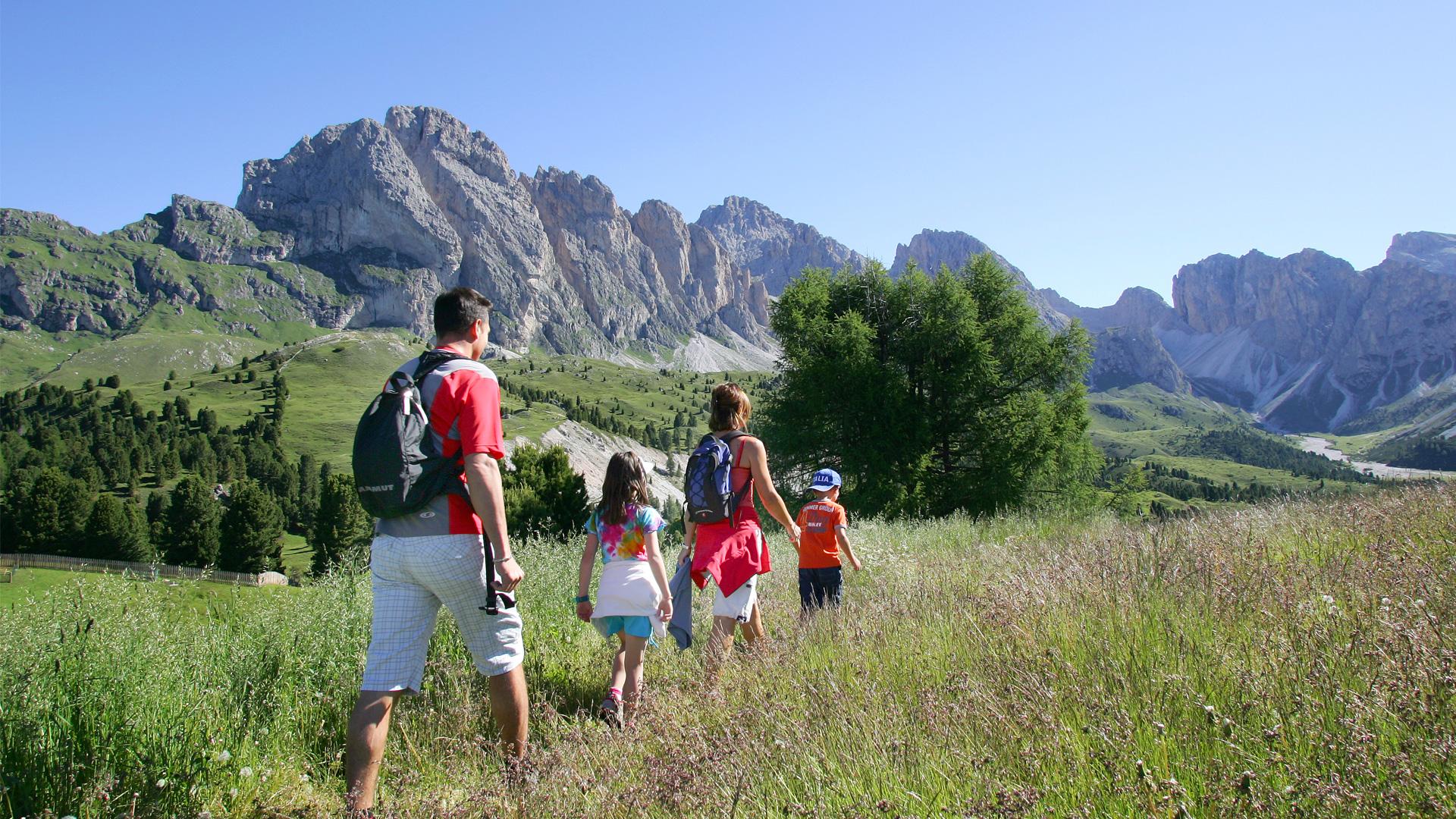 Estate montagna bambini in vacanza family hotel primavera for Vacanze in famiglia